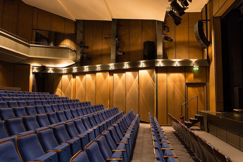 Sisteme de sonorizare pentru teatru Kling & Freitag - vedere laterala